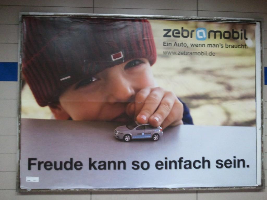 Werbung für Zebramobil in U-Bahn Haltestelle